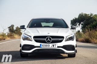 Fotos Mercedes-AMG CLA 45 4MATIC Coupé Foto 1