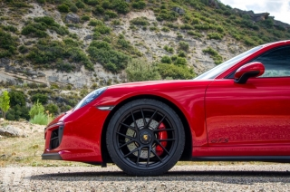 Fotos Porsche 911 Carrera 4 GTS Foto 15