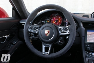 Fotos Porsche 911 Carrera 4 GTS Foto 30