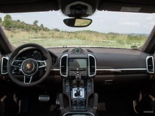 Fotos Porsche Cayenne Turbo y S 2015 Foto 22
