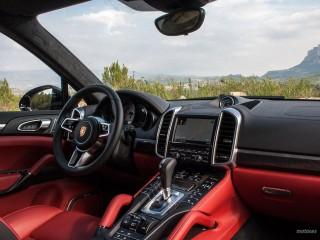 Fotos Porsche Cayenne Turbo y S 2015 Foto 42