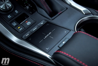 Lexus CT 200h y NX 300h 2018 Foto 44