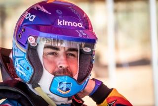 Fotos test Fernando Alonso con el Toyota Hilux del Dakar