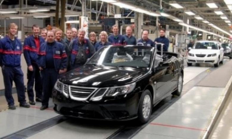 Antes de cerrar, Saab construye su primer convertible en Suecia.