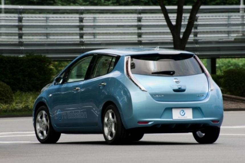 Cargan al Nissan Leaf 5000 dólares de sobreprecio