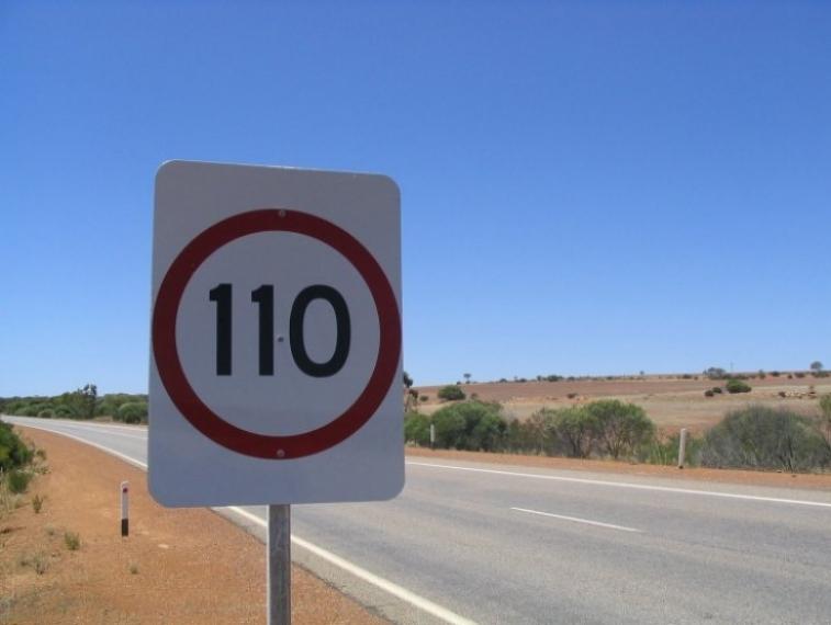 El Gobierno gastará 250.000 euros en adecuar las señales de tráfico a los 110 km/h
