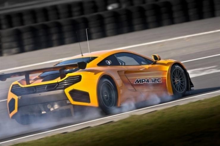 El McLaren MP4-12C GT3 muestra sus virtudes en Silverstone