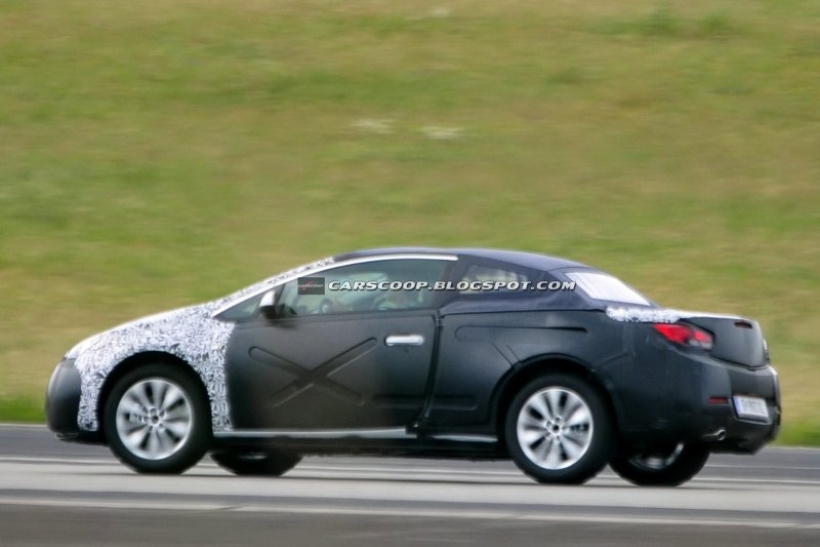 El nuevo Opel Astra cabrio filmado en pruebas