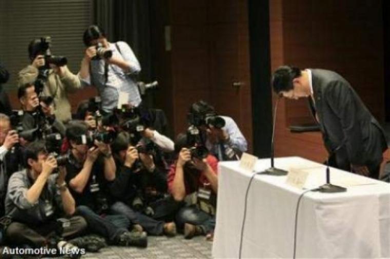 El presidente de Toyota pide perdón por los llamados a revisión.