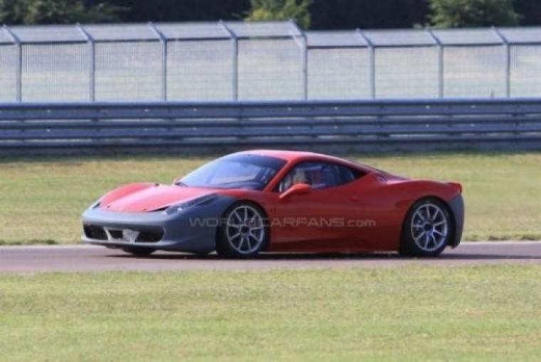 Ferrari 458 Challenge rodando en Fiorano.