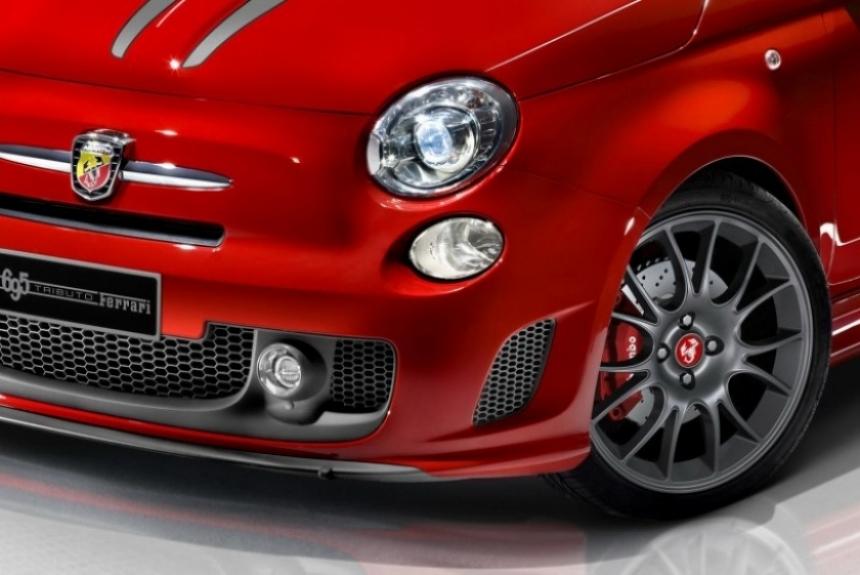 Fiat presenta al Abarth 695 tributo a Ferrari.
