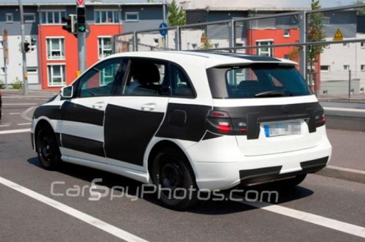 Fotos espía del Mercedes Clase B 2012 con poco camuflaje