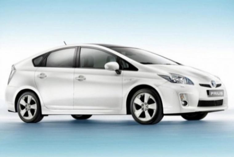 Investigan posibles problemas de frenado en el Toyota Prius 2010.
