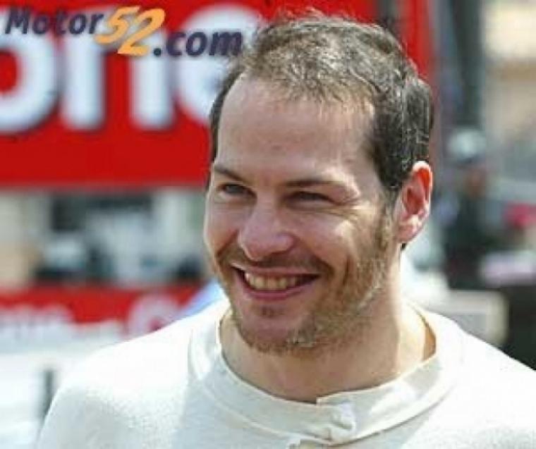 Jacques Villeneuve le pego a Hamilton y Schumacher