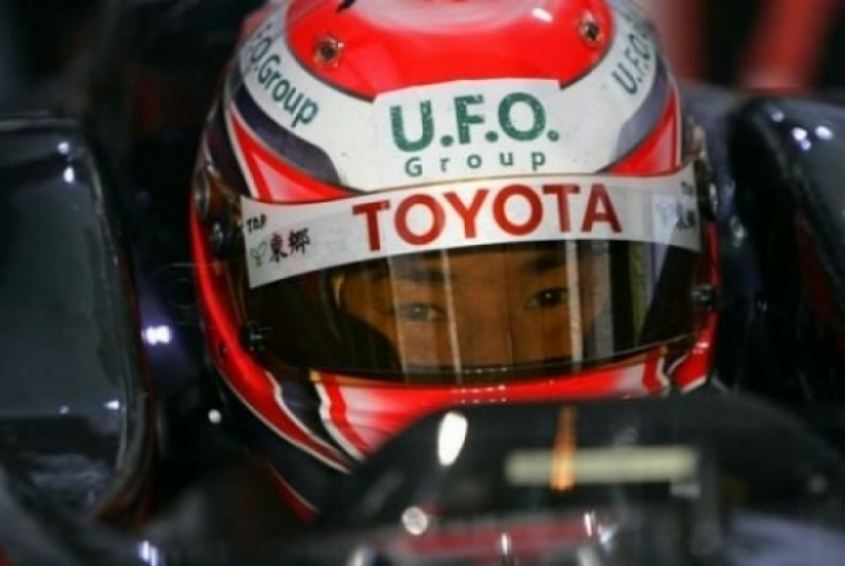 Kobayashi  firma con Sauber