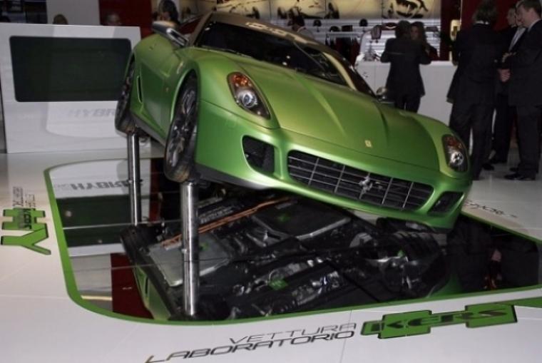 Los futuros V12 de Ferrari serán híbridos.