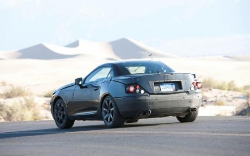 Mercedes Benz SLK 2012 y su techo electrónico en el desierto