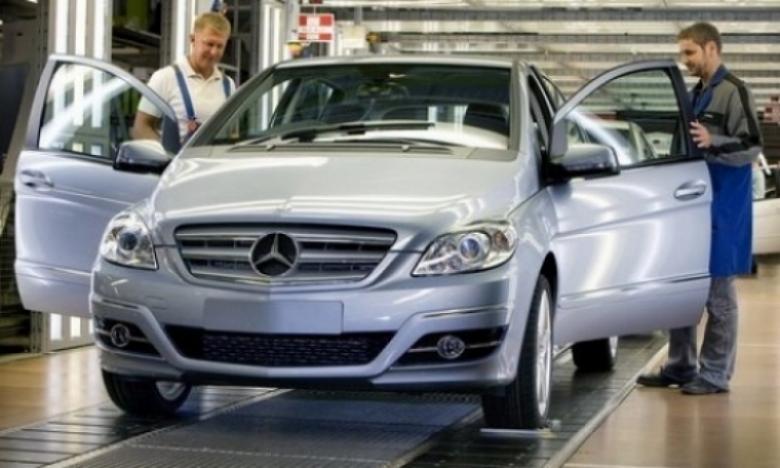 Mercedes fabrica 750,000 coches clase A y 500,000 clase B