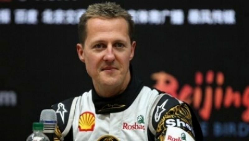 Michael Schumacher firma con Mercedes GP por tres años