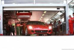 Asombroso Ferrari 599 GTB HGTE en el circuito de Fiorano, por qué no lo usan en la F1