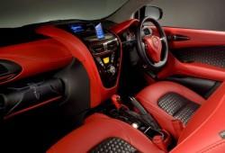 Aston Martin Cygnet un Toyota iQ de megalujo