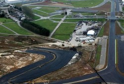 Damon Hill contento con las mejoras de Silverstone