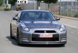 El nuevo GT-R pillado sin camuflaje en Nürburgring.