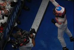 GP China: Nueva carrera emocionante bajo la lluvia. Doblete para Mclaren
