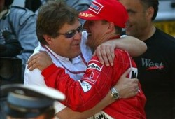 Haug admite que Mercedes intentó fichar antes a Schumacher