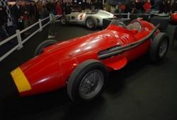 Homenaje a Fangio y sus coches de F1 en Rétromobile