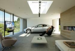 Maserati encuentra el mejor lugar para aparcar el auto.