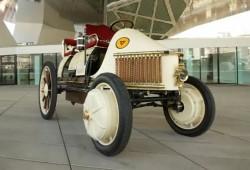 Porsche revive el Semper Vivus, el primero coche híbrido de la historia