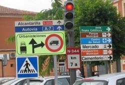 Se buscan señales y carreteras en malas condiciones
