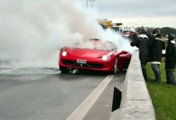 Se vuelve a incendiar una Ferrari 458 Italia.