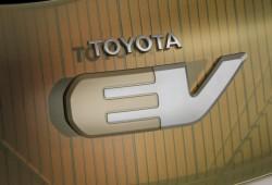 Toyota iQ eléctrico sale a la venta en 2010