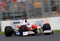 Trulli es sancionado por adelantar a Hamilton con el safety car en pista