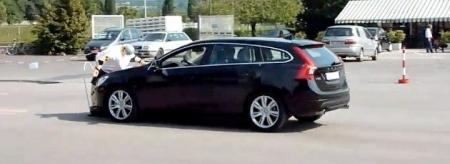 Los sistemas de seguridad de Volvo vuelven a fallar en público.