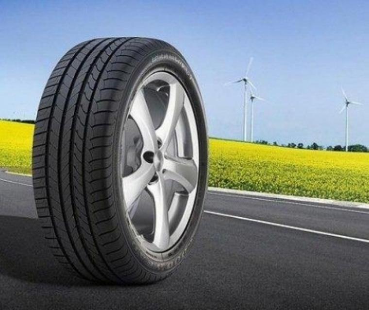 Revisión gratis de los neumáticos con Good Year y el RACE