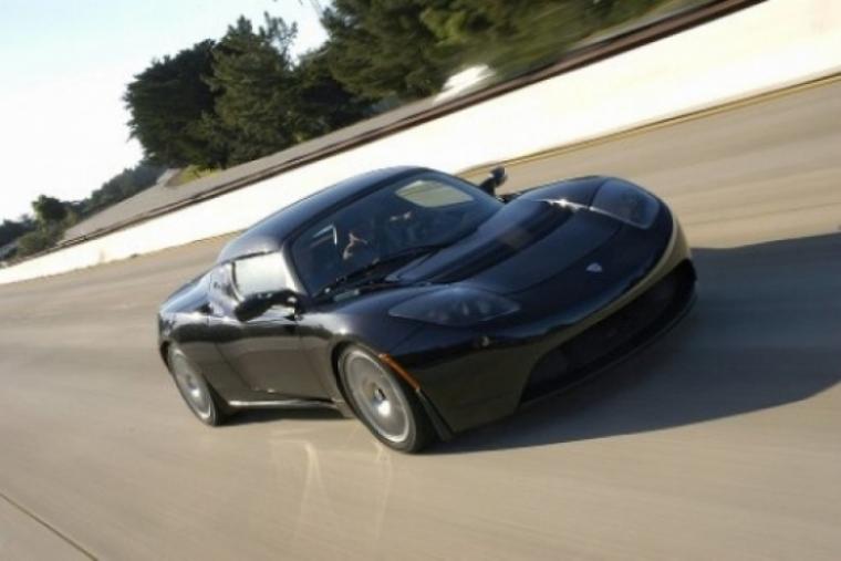 Tesla Roadster llega al mítico número 500