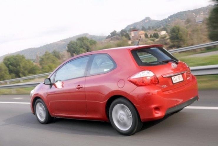 Toyota se une a la moda y deja comercializar la carrocería de tres puertas del Auris
