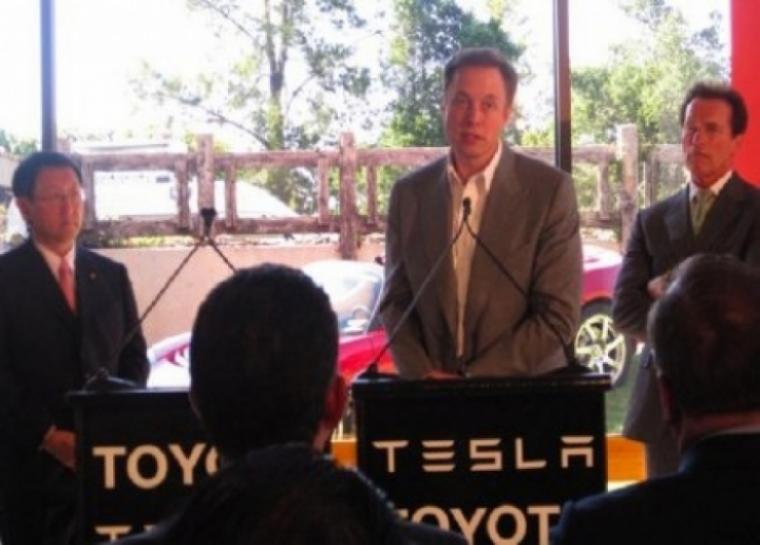 Toyota y Tesla se unen para avanzar en la tecnología eléctrica.