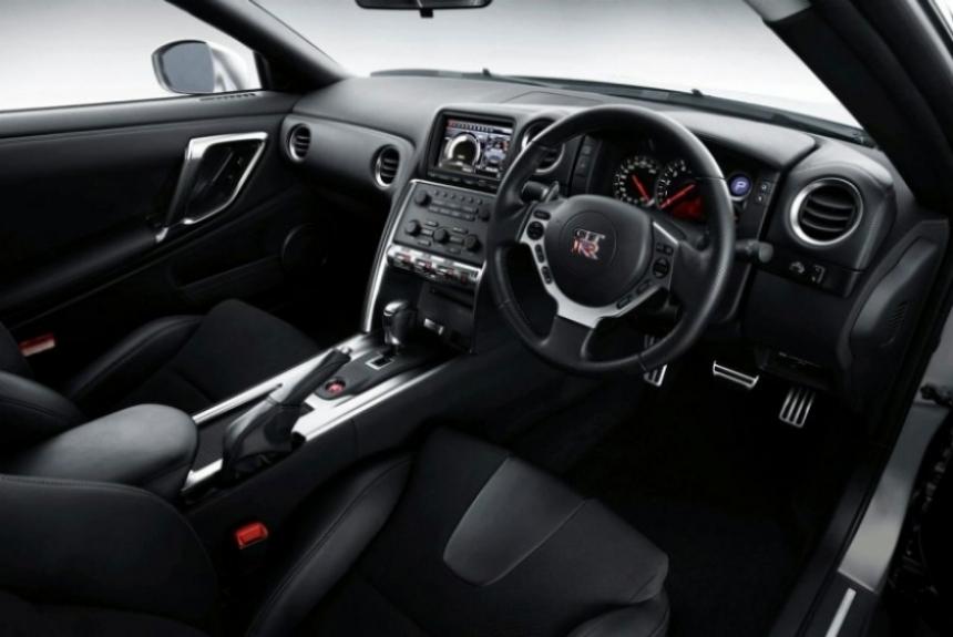 Un actualizado GT-R debuta en Tokio.