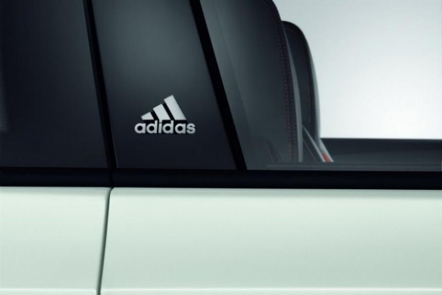 Volkswagen Golf GTI Adidas, vestido de deportivo.