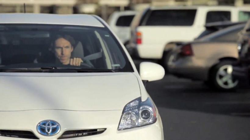 Steve Nash se enfrenta con su Toyota a una anciana