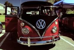 Depth of Speed nos presenta un bonito vídeo de los Volkswagen Beetle y  T1 auténticos