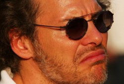 Villeneuve critica a Vettel, al DRS y defiende a Hamilton