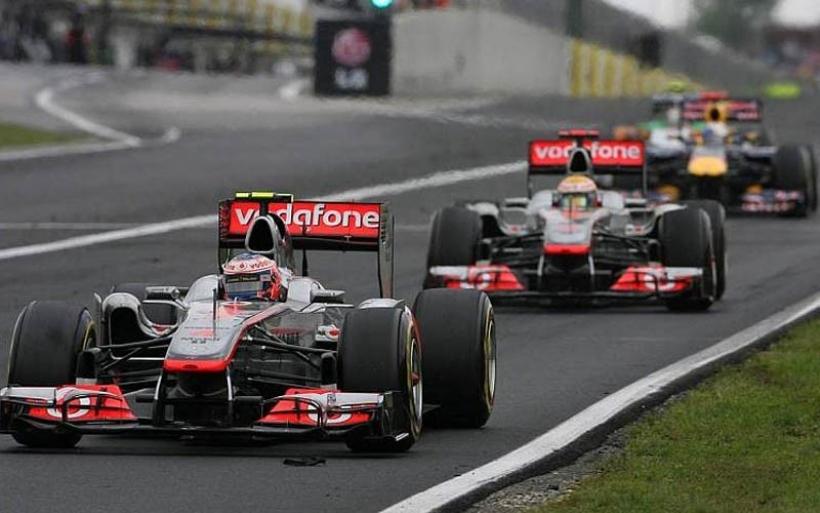 Mclaren arriesgó con una estrategia diferente para cada piloto para ganar la carrera