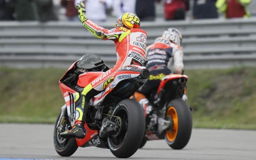 Rossi: Stoner es joven, valiente, rápido y talentoso