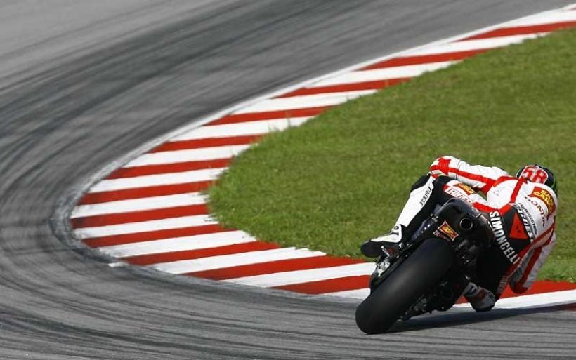 Simoncelli sufre una grave caída en Sepang. Se cancela la carrera de Moto GP