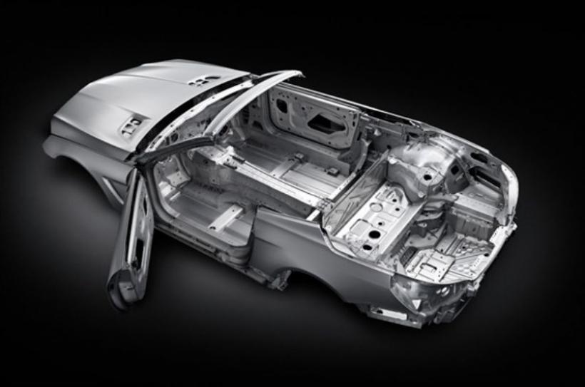 El Mercedes SL equipará tecnología de aluminino